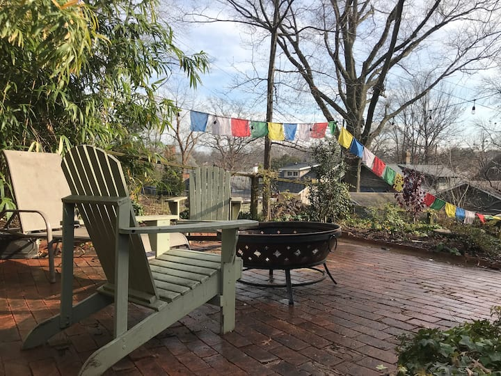Kid-friendly guest suite w/ parking and laundry