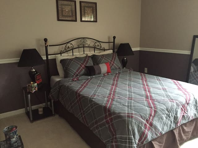 Comfortable Private Room - Coraopolis - Casa