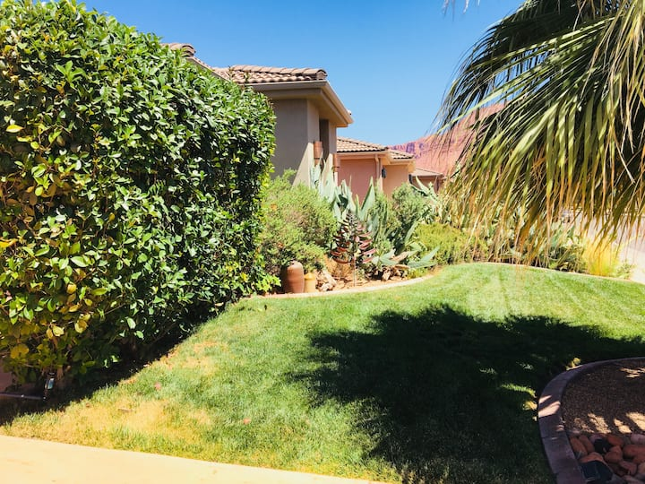 Private entrance ! Lovely courtyard cottage/casita