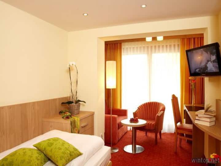 Kurhotel Diana garni OHG (Bad Füssing), Einzelzimmer Promenade mit kostenfreiem WLAN