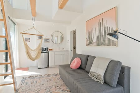 Modern Studio, Steps to Sand, Sleeps 4 (T1s)