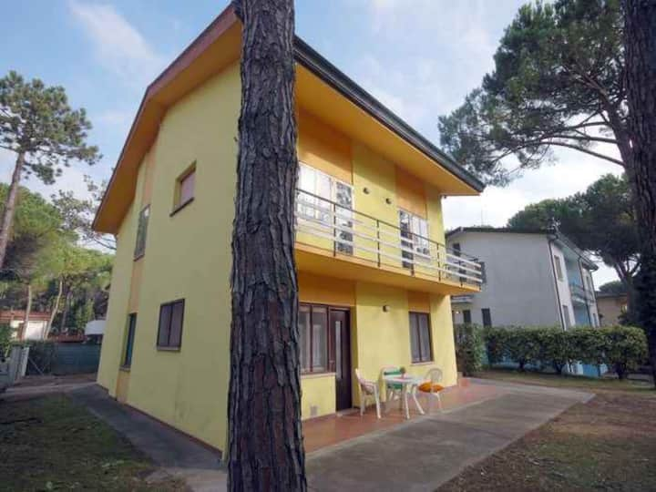 apt for 3+2 persons with a/c in Lignano R102705