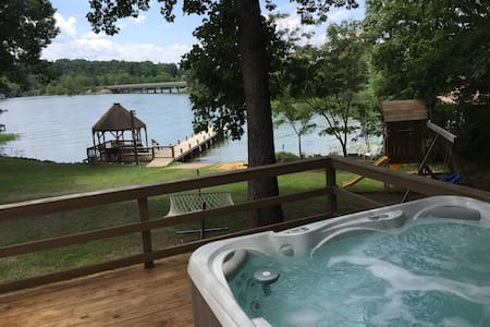 Sunshine Daydream 5BR w 225ft Waterfront & HOT TUB