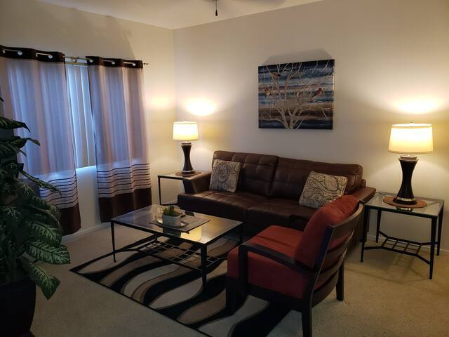 Luxury Tucson Short Term Rental - GREAT location!