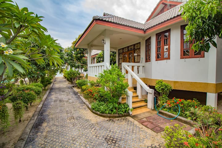 Two bedroom house in the beachfront resort #4