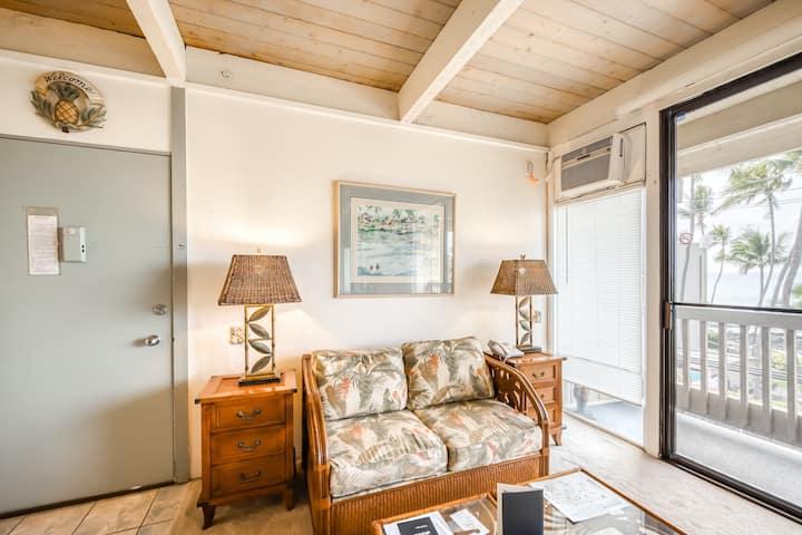 Resort studio w/ shared hot tub, outdoor pool & ocean and beach views!