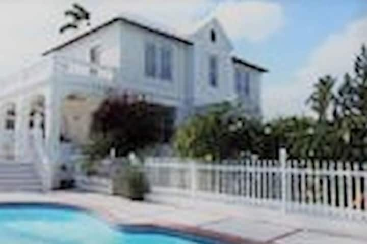 Bowmore. Traditional Bermuda home with a Pool