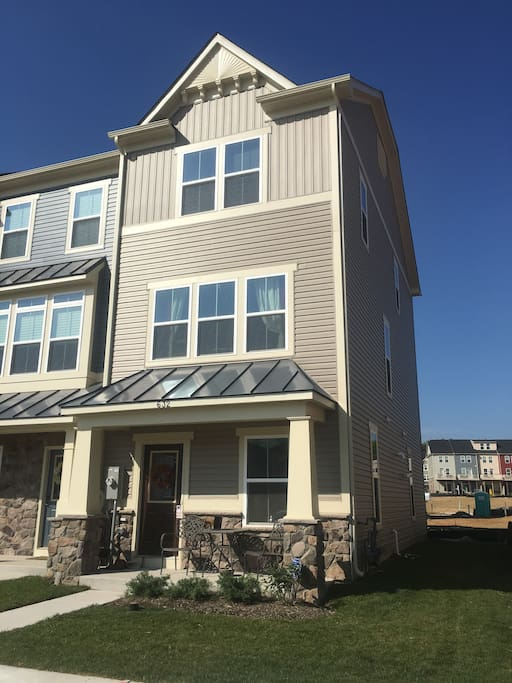 Three Story townhome w/ Private First Floor Suite