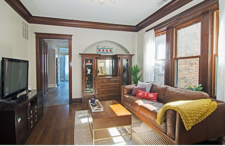 ★ Lincoln Square Gem | Modern 1BR | Steps to CTA ★