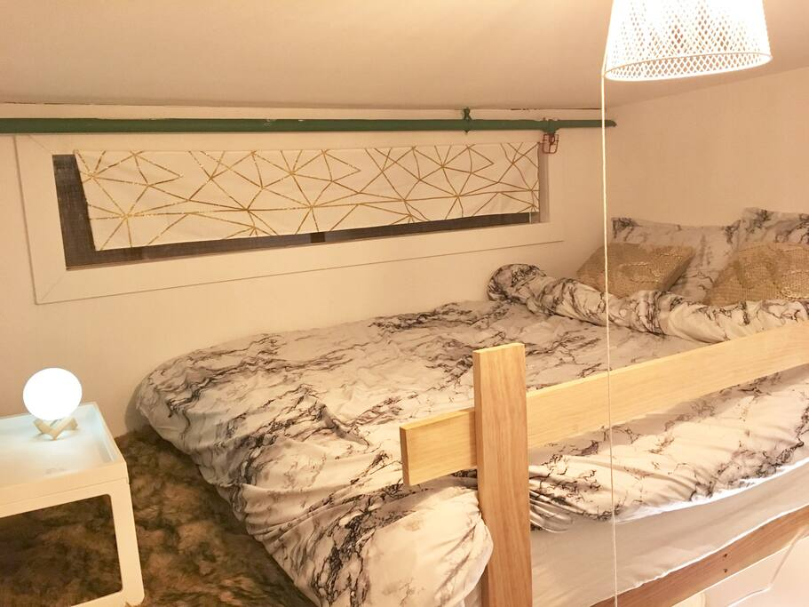 Queens size bed