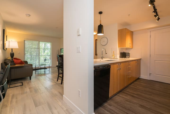 Beautifully Renovated Private Suite with View!!