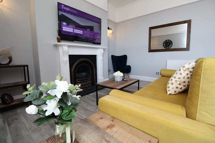 NEW Stylish 3 Bedroom City Centre Apartment