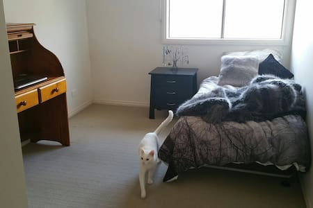 2 private rooms in outer suburbs - South Morang - Rumah