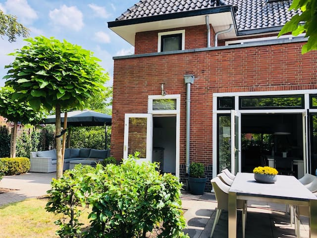 Charming house close to Utrecht with big garden