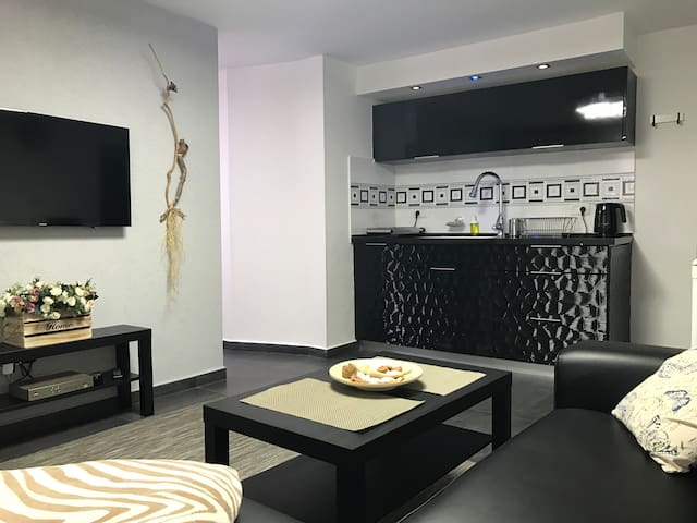 Cozy modern apartment near the sea in city center - Netanya - Lägenhet