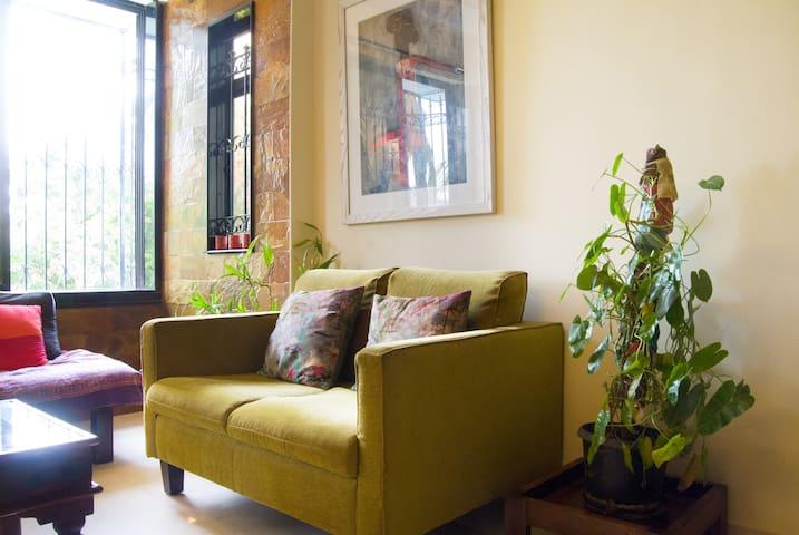 Private Room in Santacruz West in a 2BHK Apartment