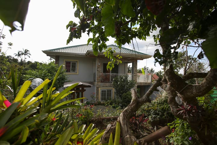 Tagaytay Vacation House with Garden - Laurel - Rumah