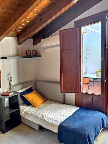 Master bedroom with 160x200cm queensize bed, additional (extendable) 90x200cm sofa bed, air conditioning, double-glazed windows & direct terrace access