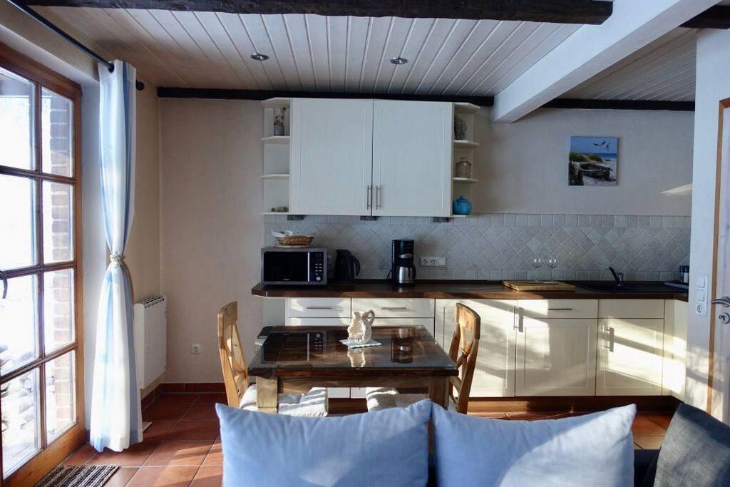 Essbereich mit hochwertiger Küche mit diversen Extras