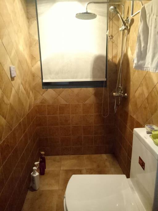 大花洒浴室