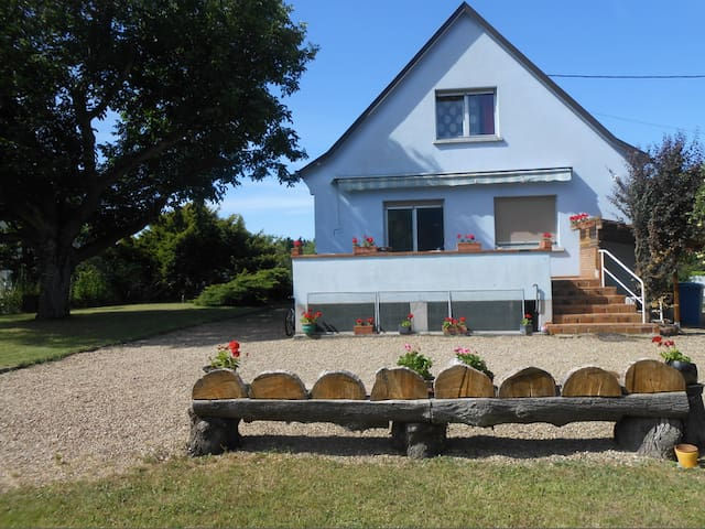 Chambre avec balcon, salle de bain. - Wittenheim - House