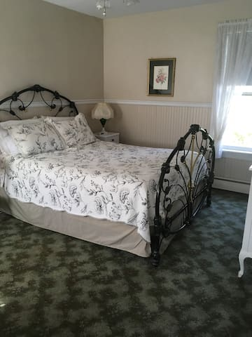 Diana Room at The Dormer House Bed & Breakfast
