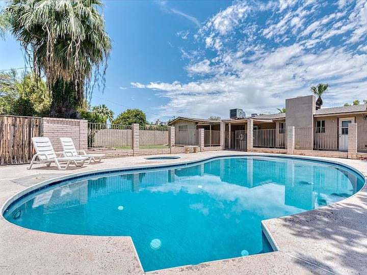 Heated Private Pool & Jacuzzi, Spacious w/Yard!