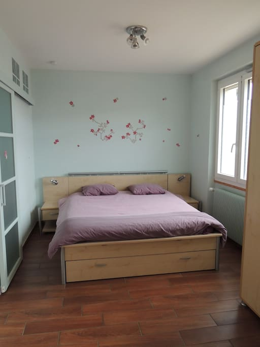 meubl particuli rement calme flats for rent in lyon rhone alpes france. Black Bedroom Furniture Sets. Home Design Ideas