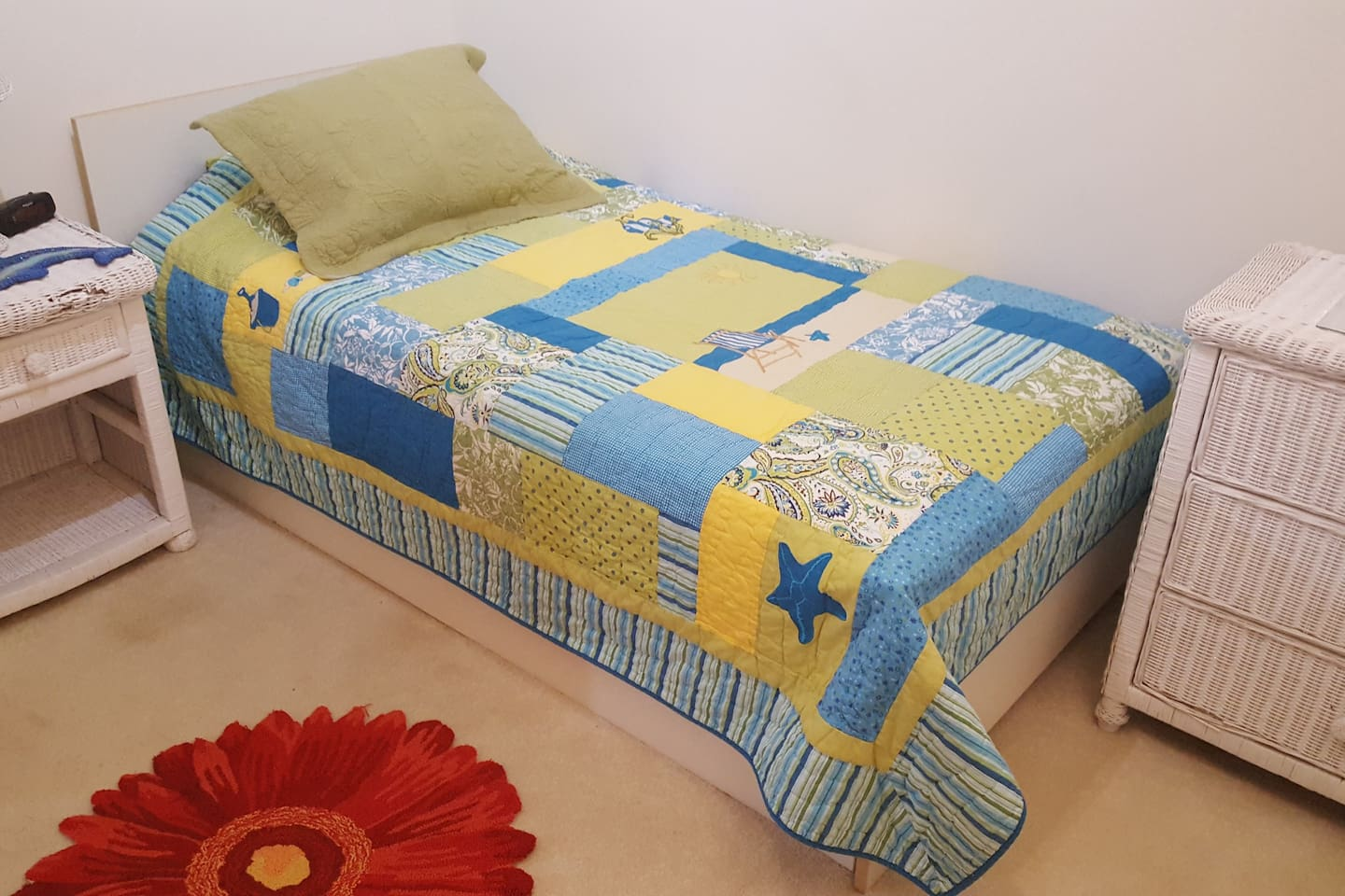Single bed with roll out trundle. Sleeps 2.