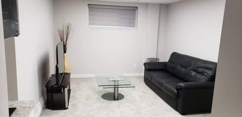 Separate entrance basement room/free parking/wifi