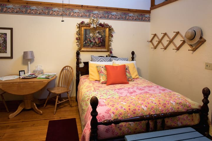 The Prairie Rose Room at Arbor House Country Inn