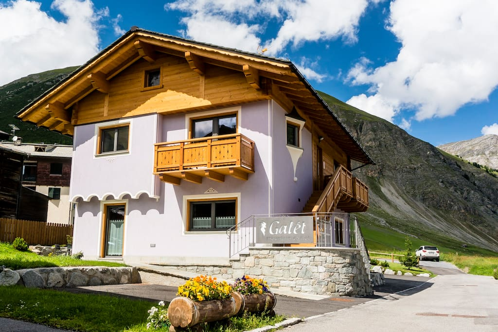 """Galet"" Mountain Chalet"