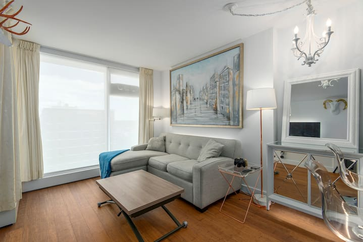 Stylish 1 bedroom center of downtown Vancouver