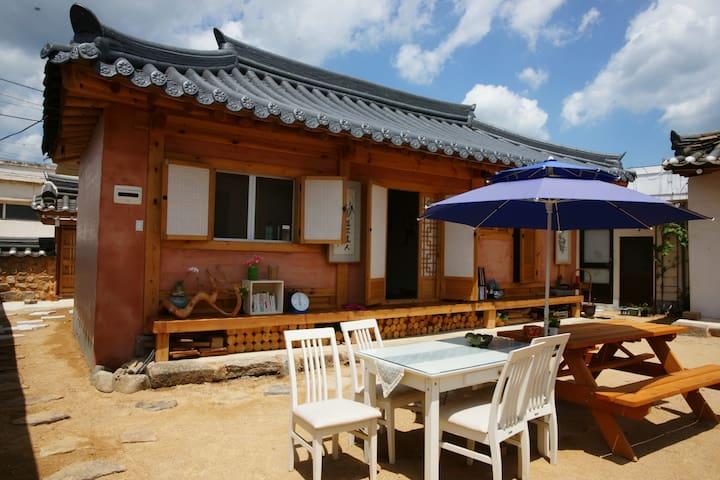 Sarangchae1 - Hwangnam Hanok Stay(황남고택)