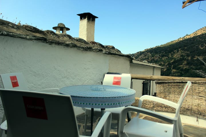 Casa en Pampaneira 3 Hab-2 B, Terraza & Chimenea.