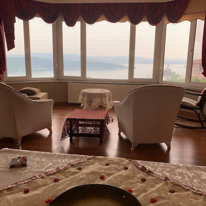 Sarıyer'de boğaz manzaralı 6+2 tripleks villa