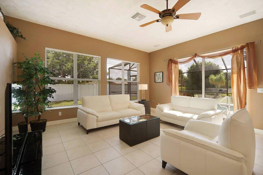 Tropical Pearl - Livingroom
