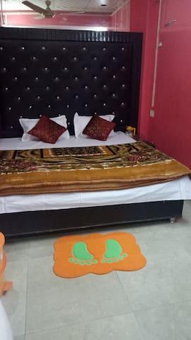 Hotel good will 221 Nakhas khona paryagraj uttar p