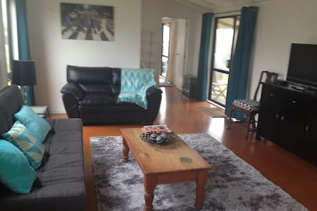 Gorgeous Guest Cottage with amazing views - Te Horo Beach