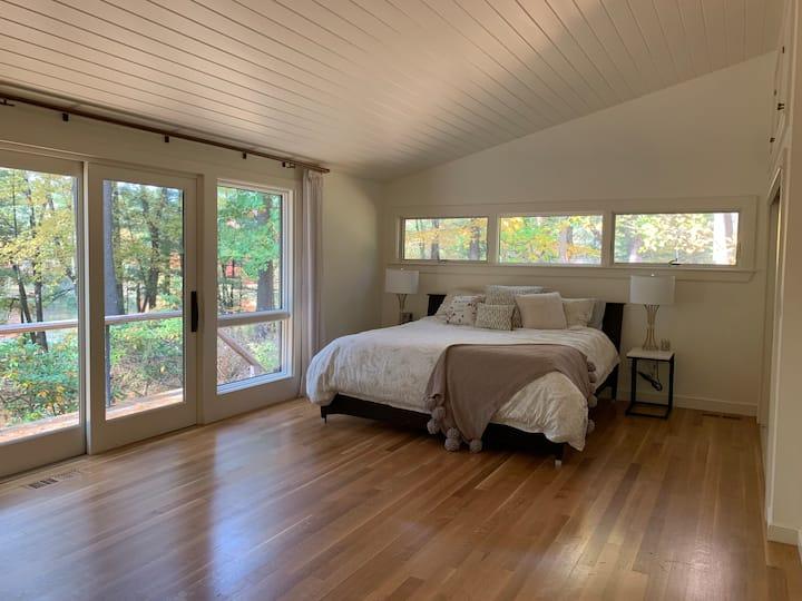 Private guest suite in historic Concord