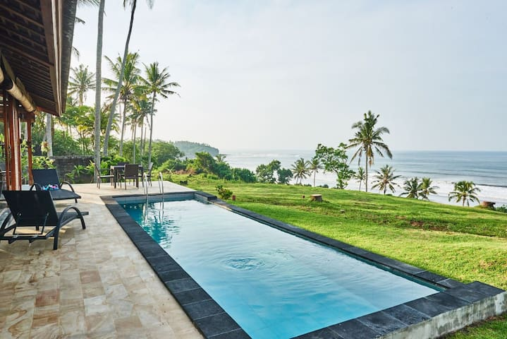 BEACHFRONT Pool Villa @ Balian Beach