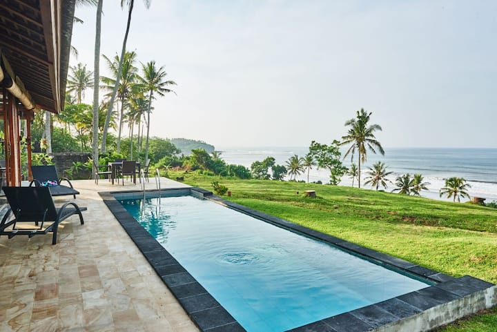 BEACHFRONT POOL VILLA @ BALIAN BEACH, DISCOUNTED
