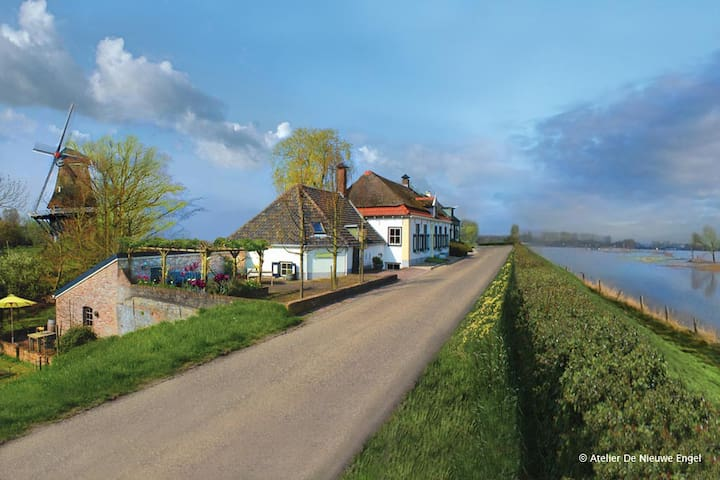 Lovely dike house 'Cozy' -splendid mill+ riverview - Welsum