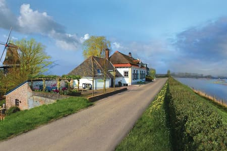 Lovely dike house 'Cozy' -splendid mill+ riverview - Welsum - House
