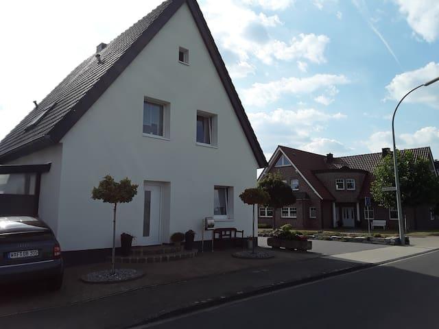Hübsche Ferien & Monteurs/ Wohnung