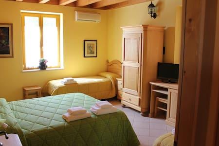 amore per la natura camera 4 ospiti - Verona - Bed & Breakfast
