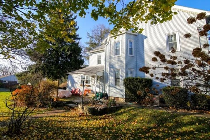 Spacious, charming colonial in central Bethlehem