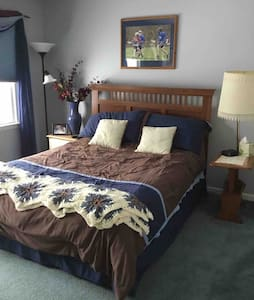 Quiet Upscale Neighborhood - Bedroom #3