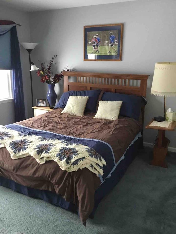 Quiet Upscale Neighborhood - Bedroom #3