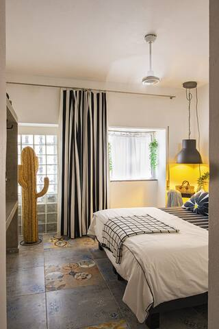 Welcome to the first bedroom on the ground floor. We have furnished the bedrooms with quality bedding, large bed (180x200cm), memory form mattress & pillows. Private bathroom with italian shower and toilet. There is also air conditioning.